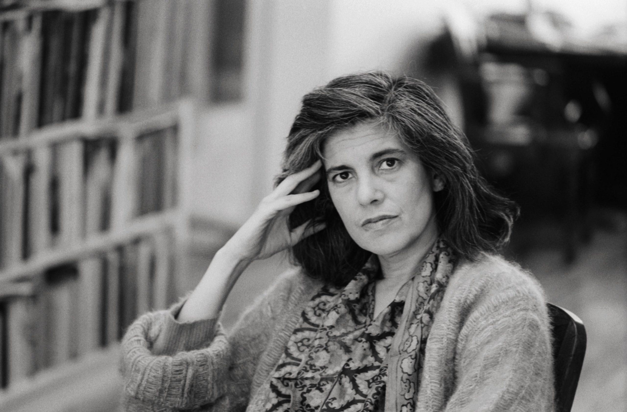 Portrait de la romancière américaine Susan Sontag.