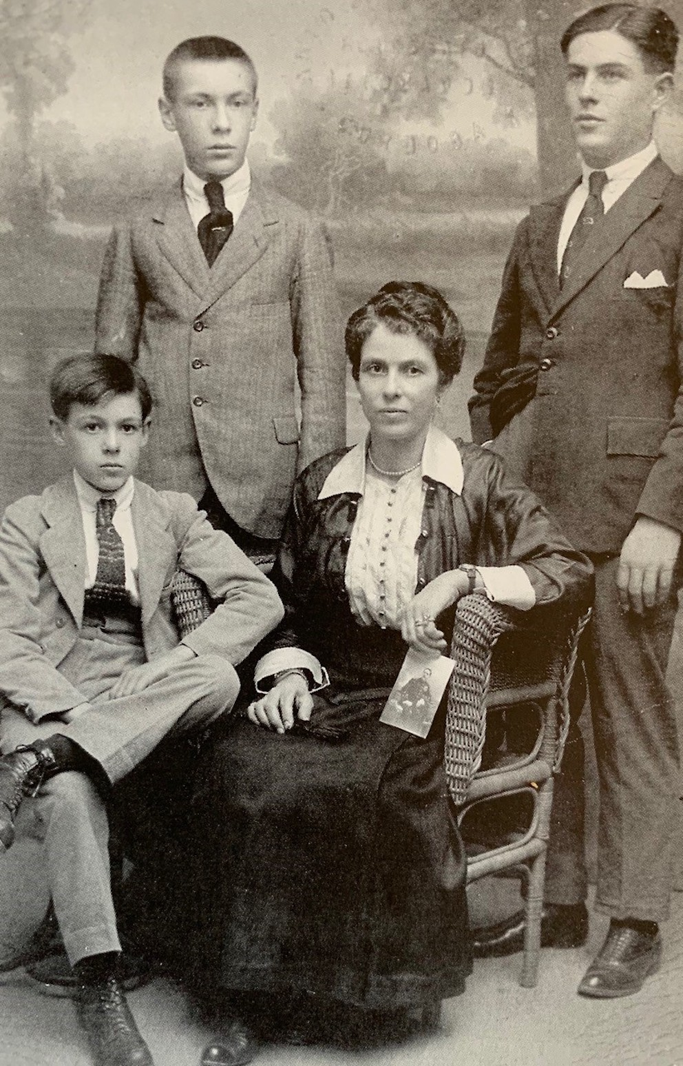 Photo de la famille Arrabal autour de la grand-mère.