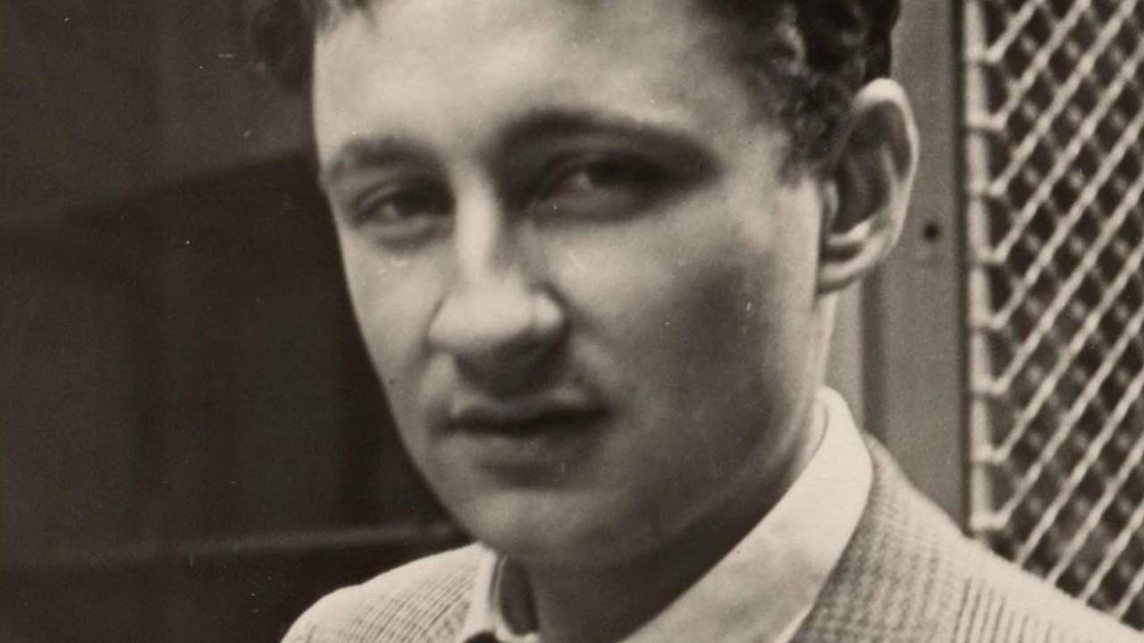 Portrait de l'auteur et cinéaste Guy Debord.