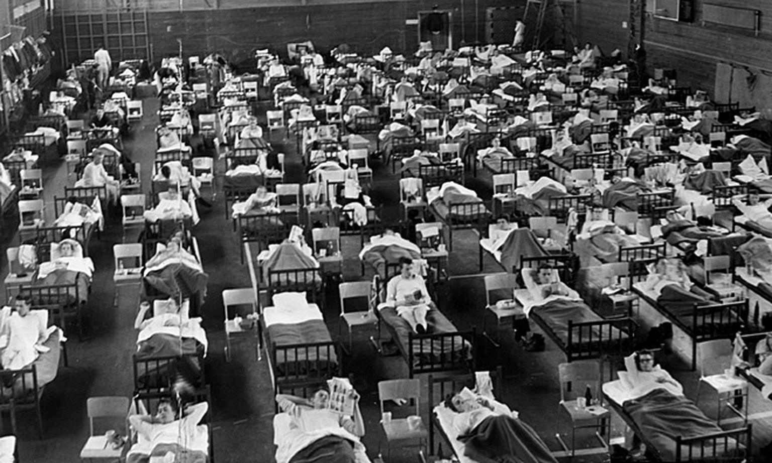 Traitement épidémique dans un hôpital de Suède. (Photo prise en 1957).