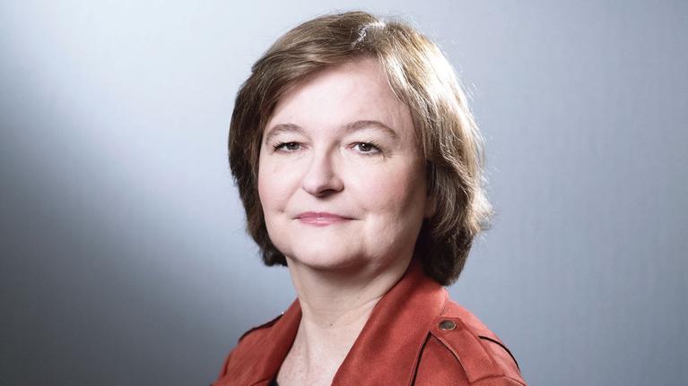 Nathalie Loiseau répond à des questions sur le Coronavirus.