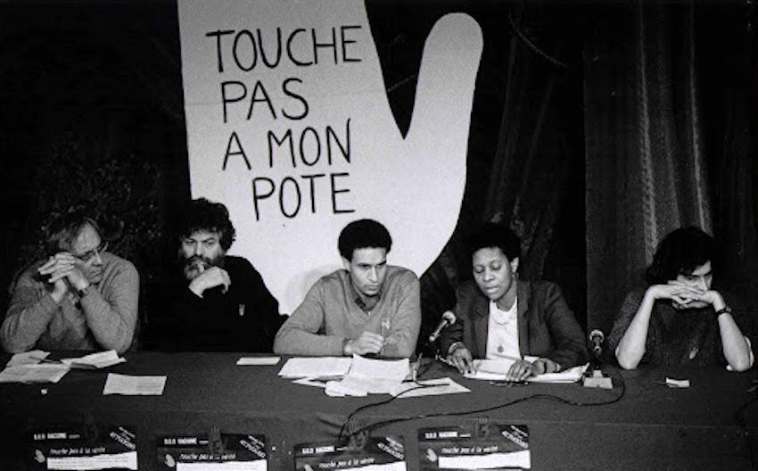 Marek Halter, Harlem Désir, Bernard-Henri Lévy, à Paris, lors du 1er meeting de SOS Racisme.