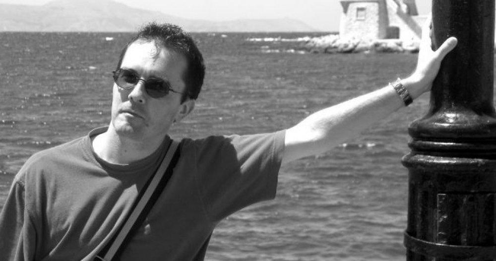 Samuel Paty enseignait l'histoire-géographie et l'enseignement moral et civique (EMC) au collège du Bois-d'Aulne, à Conflans-Sainte-Honorine. Âgé de 47 ans et père de famille, il a été décapité hier lors d'un attentat terroriste.