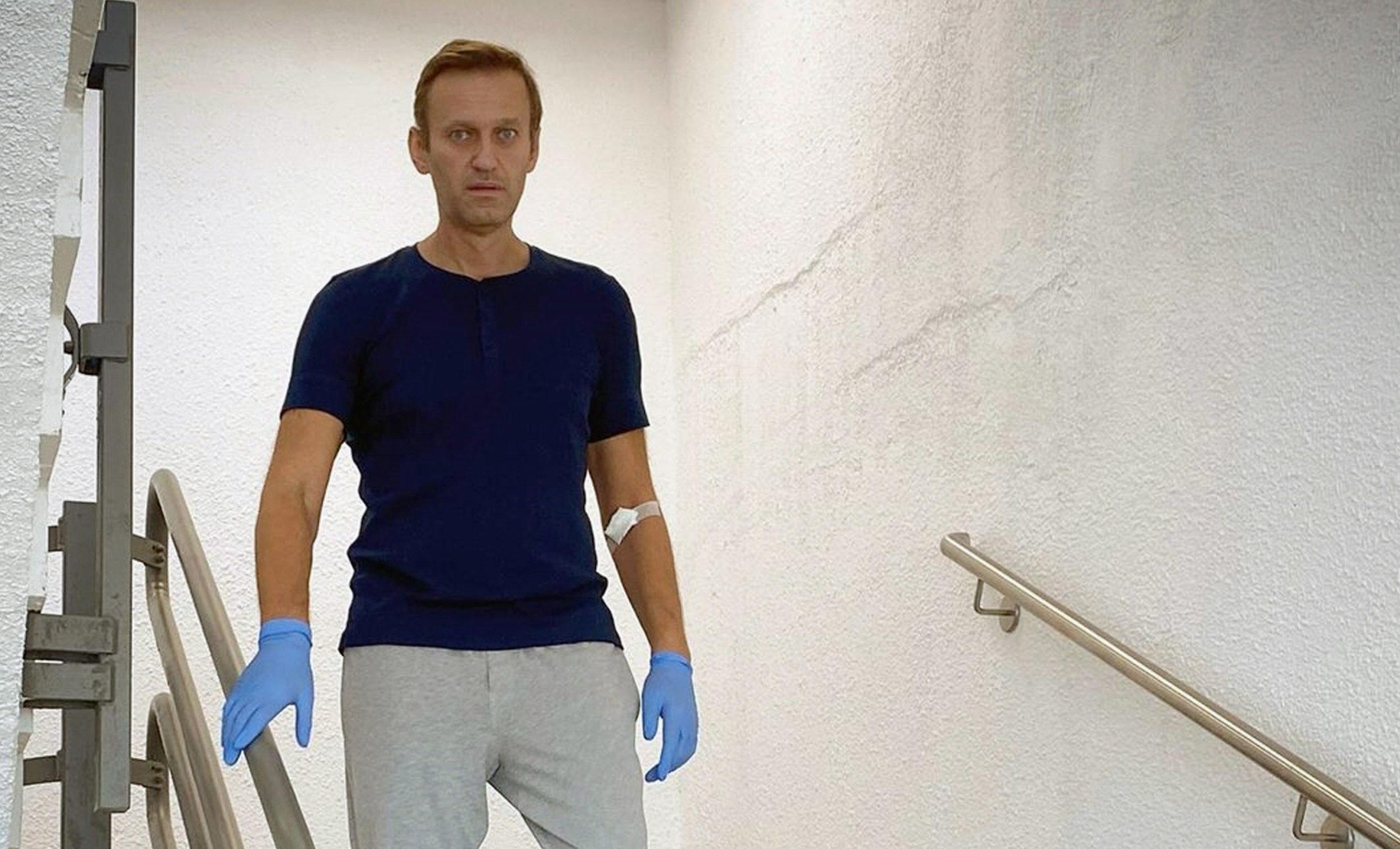 Alexeï Navalny, l'une des figures principales de l'opposition en Russie, a arrêté le 17 janvier 2021 lors de son retour à Moscou. Ici, le 19 septembre 2020, lorsque, victime d'un empoisonnement à un agent neurotoxique de type Novitchok, Navalny avait été soigné à l'hôpital de la Charité à Berlin.
