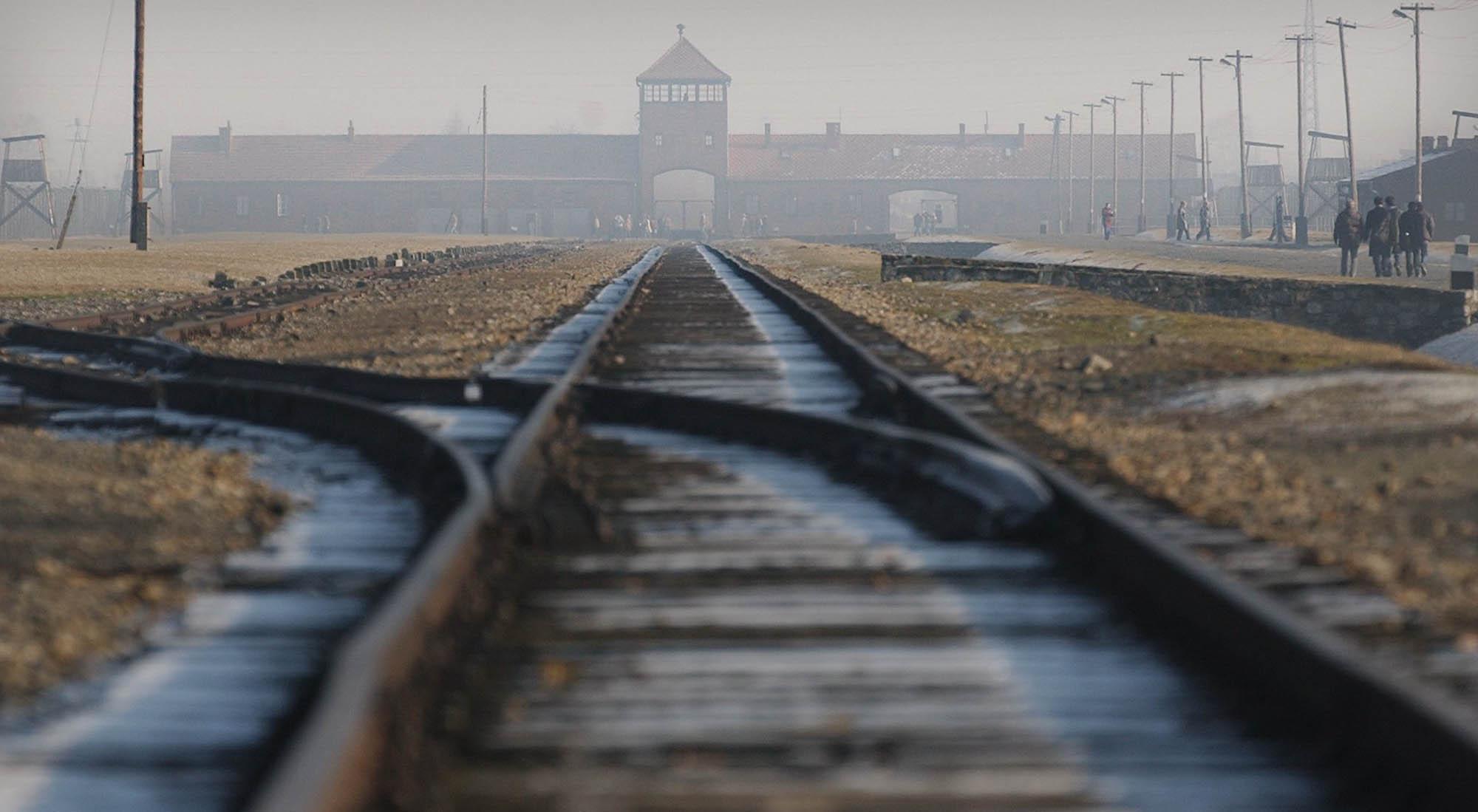 L'entrée du camp nazi d'Auschwitz-Birkenau.