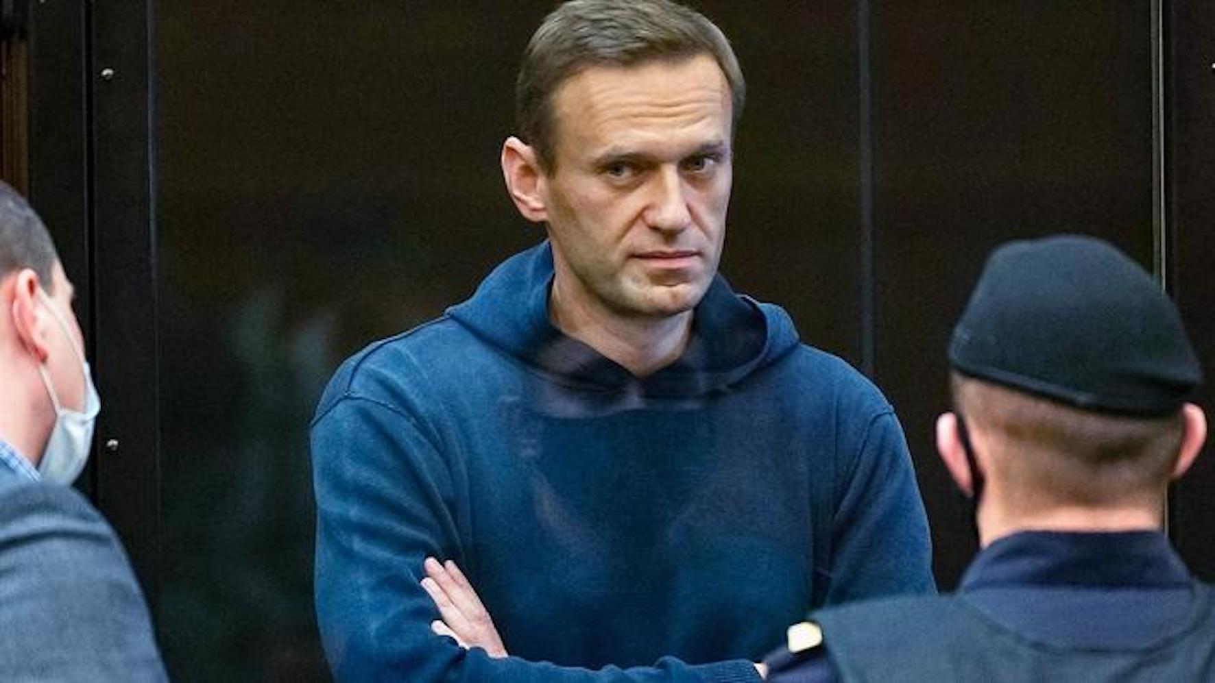 Alexeï Navalny, l'opposant russe, lors de son procès, en Russie.