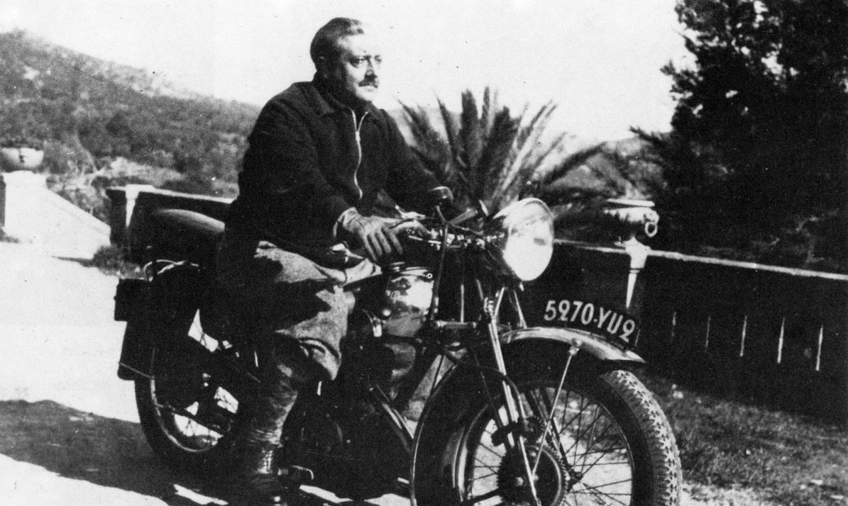 Georges Bernanos sur la moto.