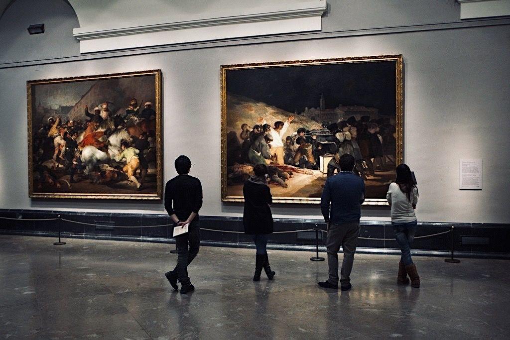 ableaux Dos de mayo (« Le deux mai 1808 à Madrid » ou « La Charge des mamelouks ») et de Tres de mayo (« Le trois mai 1808 à Madrid » ou « fusillades du 3 mai ») exposés au Museo Del Prado, à Madrid.