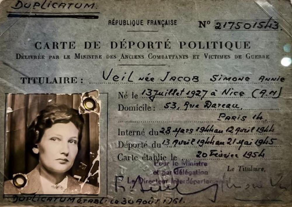 """La carte de déportée politique de Simone Veil (1927-2017). Exposition hommage """"Madame, nous vous aimons""""."""