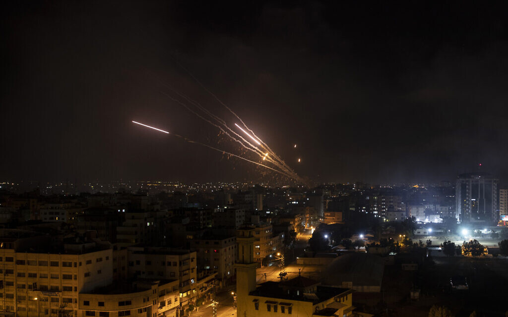Salve de roquettes tirées depuis la bande de Gaza, sur Israël, le 12 mai 2021.