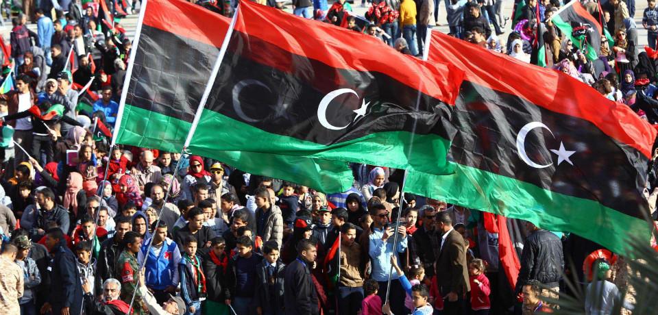 Le 17 février, la «Journée de la colère» est lancée sur Facebook. Des manifestations sont violemment réprimées à Benghazi et Al-Baïda.