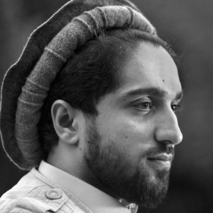Portrait en noir et blanc de Ahmad Massoud, le fils u commandant Massoud.