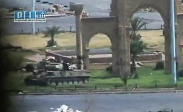 Capture d'écran d'une vidéo diffusée sur YouTube montrant un char de l'armée syrienne à Hama